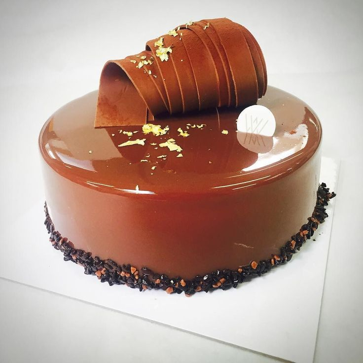 Gold and brown. #HautePatisserie #madewithpassion #gaultmillau #chefstalk #pastry #patisserie #entremet #passion #_chocolate_jewels_ by willemverlooy