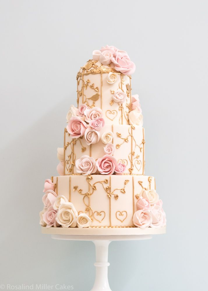 Love the gold details on this  Wedding Cake