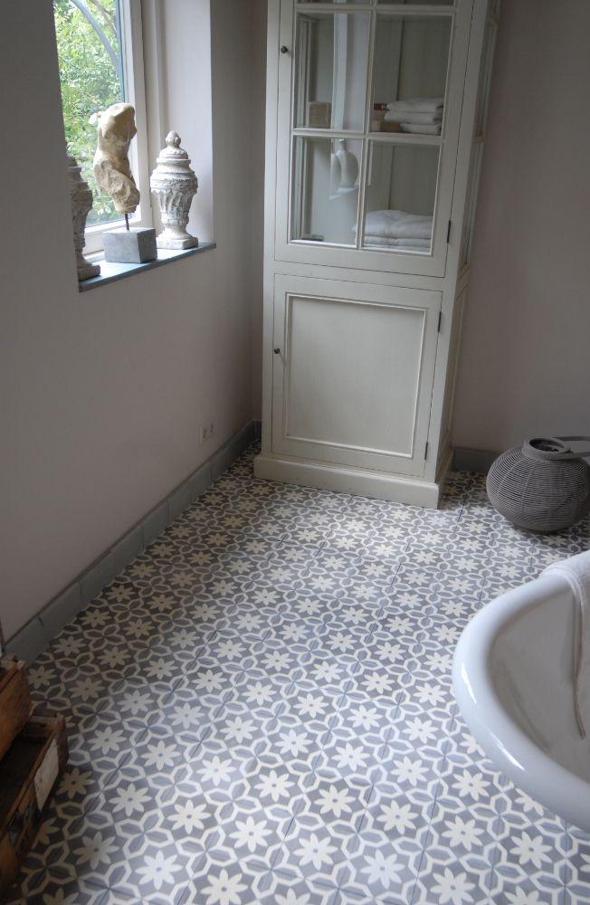 Portugese cementtegels van Castelo in badkamer