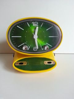 Vintage Radio reloj despertador Rhythm Space Age Amarillo