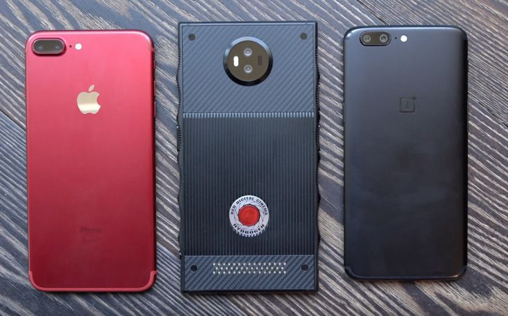 We finally have a few more details about RED's forthcoming $1,200 Hydrogen One smartphone, thanks to a video that Marques Brownlee just posted to YouTube. RED let him take a look at a few different...