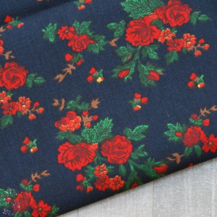 Tkanina bawełniana róże na granatowym 140g/m2