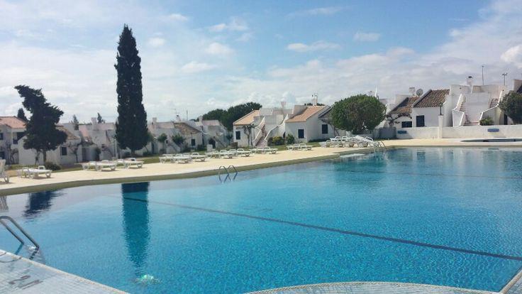 Vai um mergulho?  Aldeamento turístico Pedras da Rainha em Cabanas de Tavira.  Por http://pt.arturcruz.com #tavira #algarve #cabanastavira #realestate #imobiliário #remaxtavira #ferias