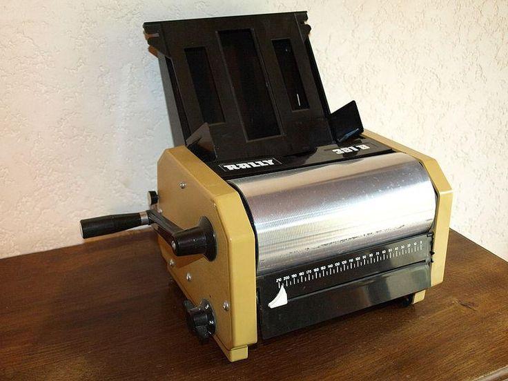 La machine à polycopiés : au collège, on adorait recevoir les feuilles écrites en violet, qui sentaient encore l'alcool.