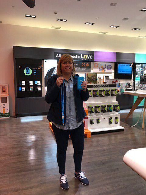 Nuestra ganadora Sonia Alarcon ya ha retirado su premio #SamsungGalaxy A3 en nuestra tienda Orange del Centro Comercial Nueva Condomina ¡Bravo! 👏👏
