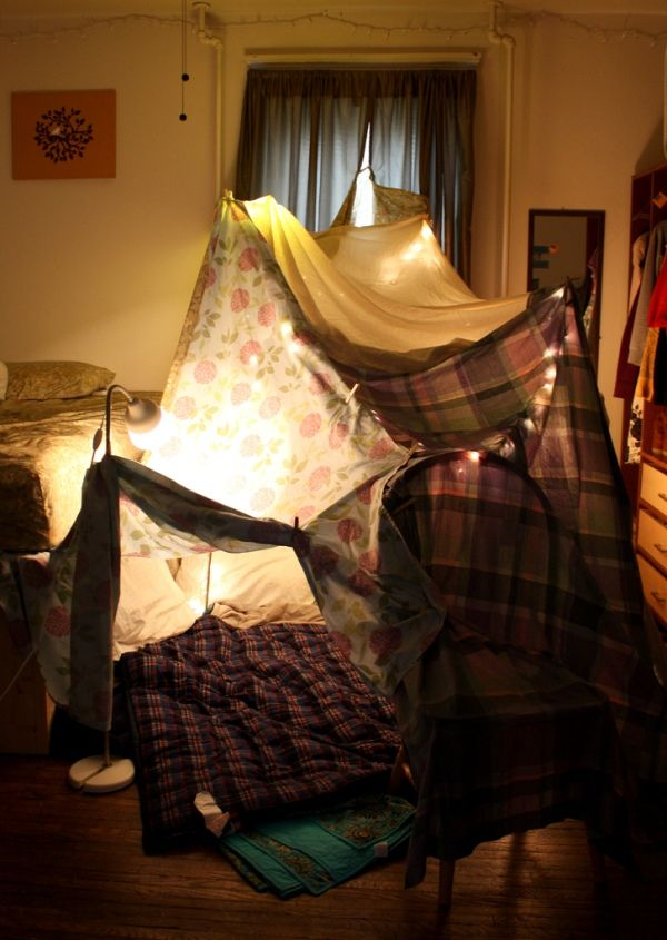 Blanket Forts: Blankets Forts, Living Rooms, Building A Forts, Childhood Memories, Indoor Tent, Plays Tent, Sheet Tent, Indoor Camps, Kid