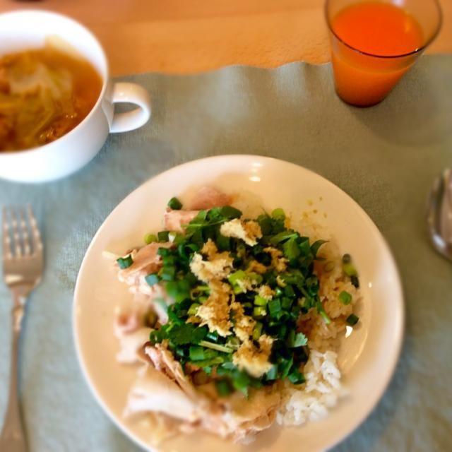 鶏肉を茹でて、ネギとパクチー、生姜とお醤油で味付け 簡単うまうまです - 7件のもぐもぐ - 海南鶏飯 by ayakoigarapZ4