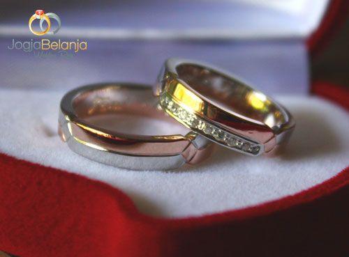 Cicnin kawin zaliky merupakan cincin kawin sepasang yang terbuat dari bahan perak 925. Cincin ini hadir dengan kombinasi warna kuning dan putih yaitu lapis emas rhodium. Diperindah juga dengan ukiran yang unik serta tatanan batu zircon pada cincin wanita. Untuk finisingnya menggunakan finising mengkilap. SpesifikasiCincin Kawin Zaliky Perak 925 Sepasang Bahan perak murni 925 Berat …