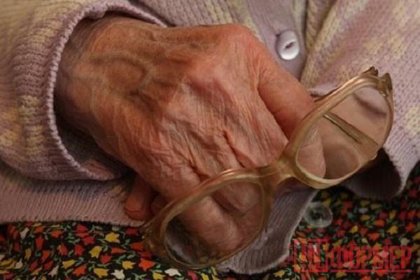 В Севастополе ограбили последовательницу Кощея Бессмертного [приметы] http://ruinformer.com/page/v-sevastopole-ograbili-posledovatelnicu-koshheja-bessmertnogo-primety  Сегодня, 19 октября, в Севастополе неизвестная злоумышленница мошенническими действиями завладела деньгами 88-летней пенсионерки.  Под предлогом замены старых денежных купюр на новые преступница выманила у пожилой женщины 140 тысяч рублей. После этого женщина удалилась в неизвестном направлении.  Приметы мошенницы: рост…