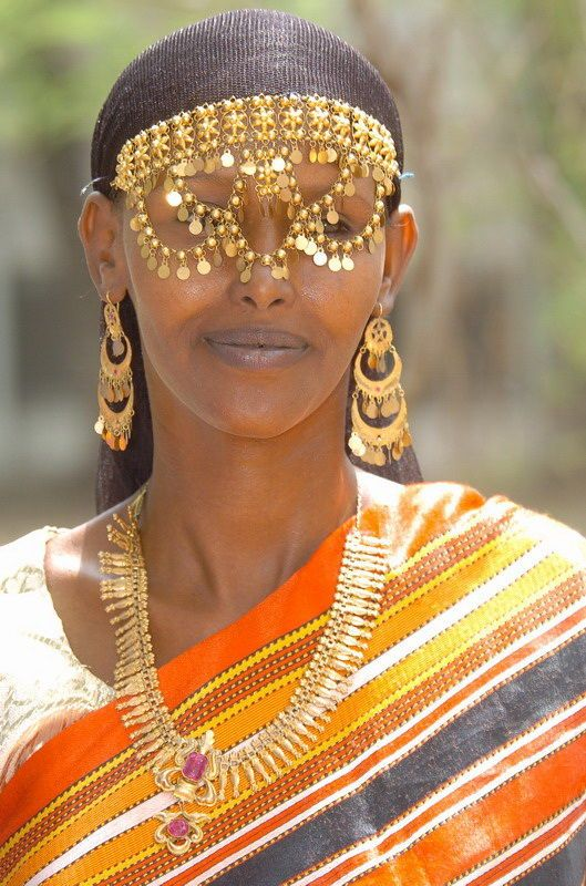 Africa | An Afar woman from Djibouti wearing traditional jewellery | ©Photo Afrique : paysages et visages d'Afrique