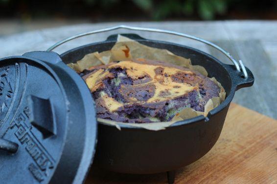 Blaubeerkuchen aus dem Petromax ft3 Dutch Oven www.livingbbq.de/... #BlueberryCake #Cake #Baking #Foodgasm #Foordporn #DutchOven #Recipe #Essen #Outdoorcooking