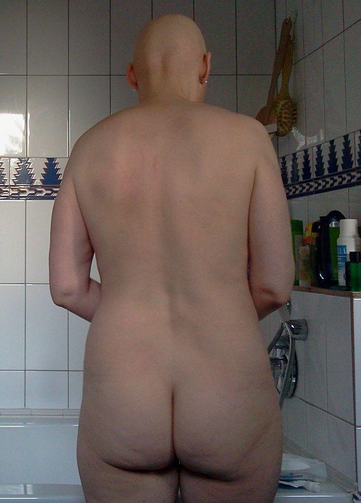 daring nude photo