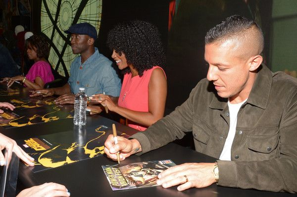 Theo Rossi Photos - (L-R) Actors Alfre Woodard, Mahershala Ali, Simone Missick, and Theo Rossi sign autographs for Netflix/Marvel's 'Luke Cage' at Comic-Con International 2016 at San Diego Convention Center on July 21, 2016 in San Diego, California. - Netflix/Marvel's Luke Cage at San Diego Comic-Con 2016  NETFLIX