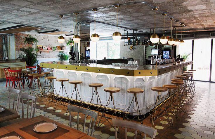 Conquistador Comedor & Salón de Baile, en Barranquilla, ofrece buena cocina, rumba y cultura en un espacio que se inspira en el espíritu de los años 50.