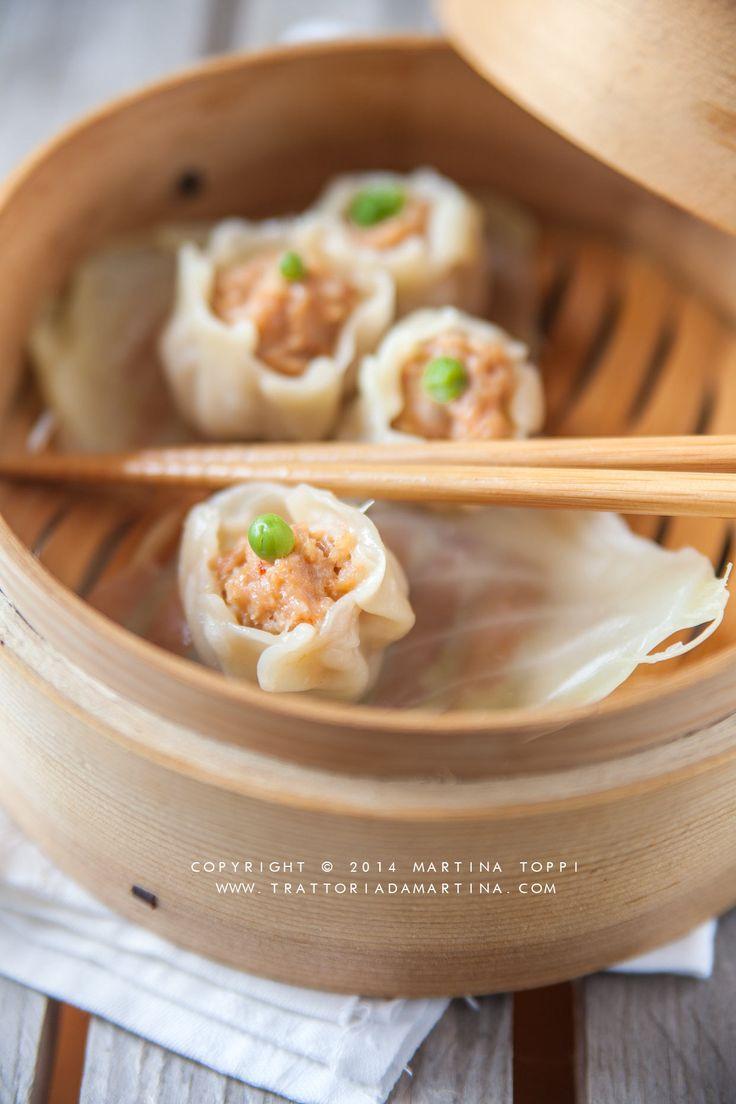 uno dei classici della cucina cinese sono proprio i ravioli di gambero al vapore, dei gustosi sacchettini ripieni di una pasta di gambero aromatizzata con salsa di soia e cipollotti