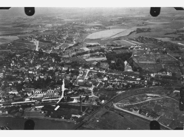 Hier: Flug 11, Bild 271. Fotografiert über dem heutigen Essen-Steele und Überruhr-Hinsel, etwa über dem Bereich an der Ruhr zwischen der Kurt-Schumacher-Brücke und der flussaufwärts gelegenen Eisenbahnbrücke.