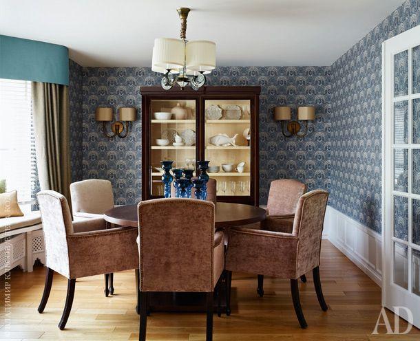 Эта комната рассчитана на тихие семейные застолья. Обеденный стол и шкаф из…