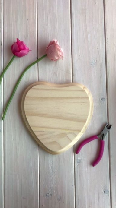 DIY wooden heart with flowers wall decor - perfect for Valentine's day!