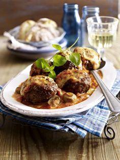 Unser beliebtes Rezept für Ofenfrikadellen in Tomaten-Pilz-Sahne und mehr als 55.000 weitere kostenlose Rezepte auf http://LECKER.de.