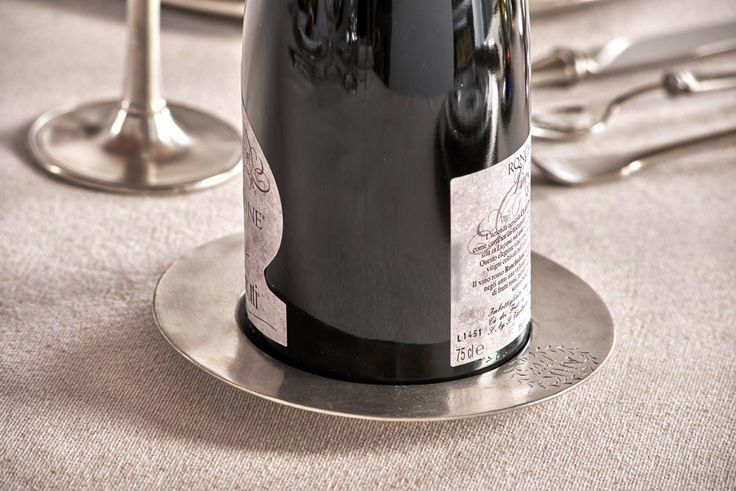 Pewter Wine Bottle Coaster - Diameter: 15 cm (5,9″) - Food Safe Product - #pewter #wine #bottle #coaster #peltro #sottobottiglia #zinn #flaschenuntersetzer #flaschen #untersetzer #étain #etain #dessous #sous #bouteille #peltre #tinn #олово #оловянный #tableware #dinnerware #table #drinkware #barware #accessories #decor #design #bottega #peltro #GT #italian #handmade #made #italy #artisans #craftsmanship #craftsman #primitive #vintage #antique