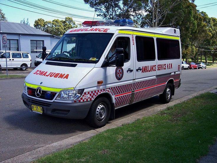 2005 Mercedes Benz Sprinter 316 CDi ambulance (5350159223).jpg