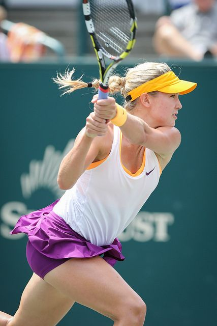 Bouchard steps in for a backhand!