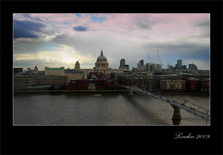 Millennium Bridge. 2009. London  (view fron Tate Modern)