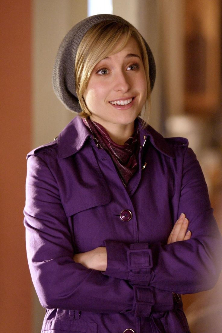 Allison Mack as Chloe Sullivan on Smallville. I loved watching smallville.Please check out my website thanks. www.photopix.co.nz