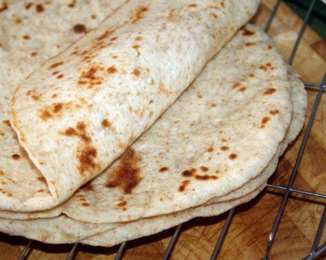 pain lavash Pain lavash est une fine galette molle populaire en Turquie, l'Iran,arménie et d'autres pays du Moyen Orient il en existe deux version la croust