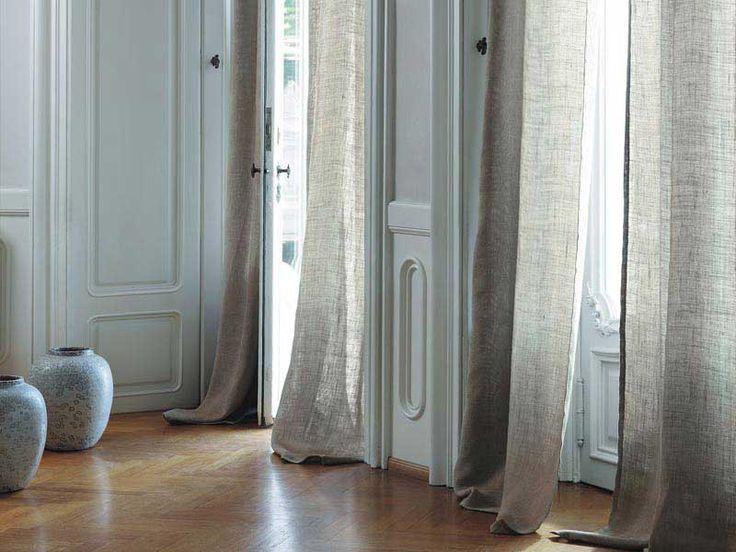 Decidere e montare le tende alle finestre è il momento per definire l'aspetto e l'atmosfera di una stanza.Ogni tipo di finestra ha la sua tenda ideale e non è solo il tessuto da considerare ma anche la piega e la lunghezza della tenda.
