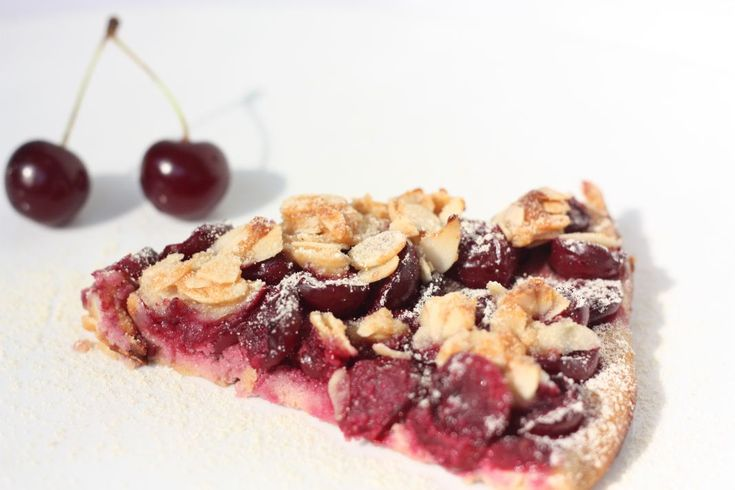 Višnový koláč s mandľovou mrveničkou – Varíme Paleo