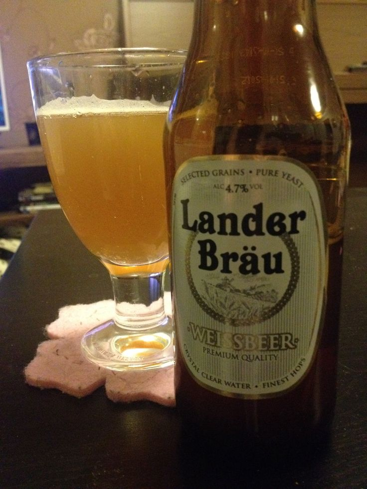 Lander Bräu Weissbeer 4,7% 33cl Nose is fruity, coming from the yeast. Color is cloudy, weak foam. Taste is crispy and dry, easy to drink.