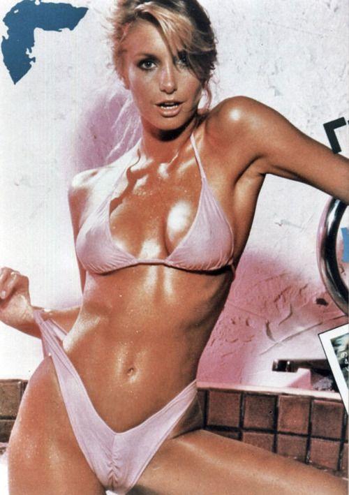 Tawny kitaen bikini