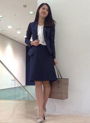 柔らかめ企業なら、シフォンの効いたブラウスチョイスも◎ 〜就活ファッション スタイルのアイデア コーデまとめ〜