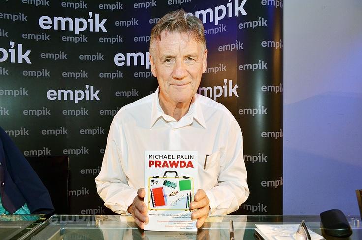"""Michael Palin - jeden z czlonków legendarnego Monty Pythona odwiedził Polskę! W ramach promocji swojej najnowszej książki """"Prawda"""" spotkał się z fanami w warszawskim Empiku Junior."""
