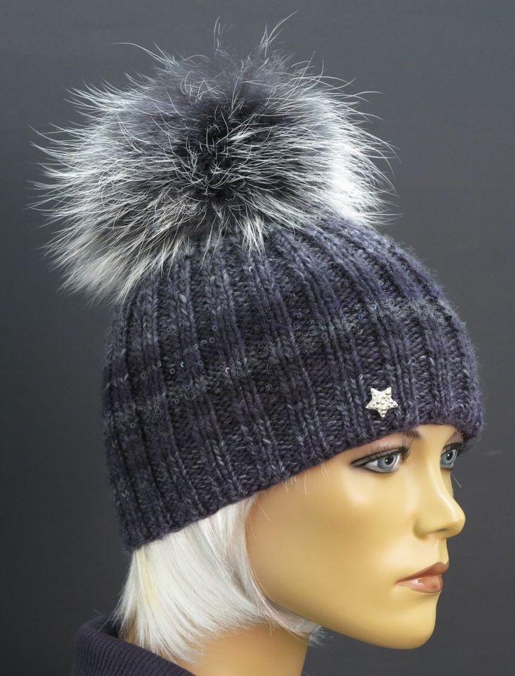 Luxusní ručně pletená čepice sladěná s extra velkou kožešinovou bambulí Špongr.
