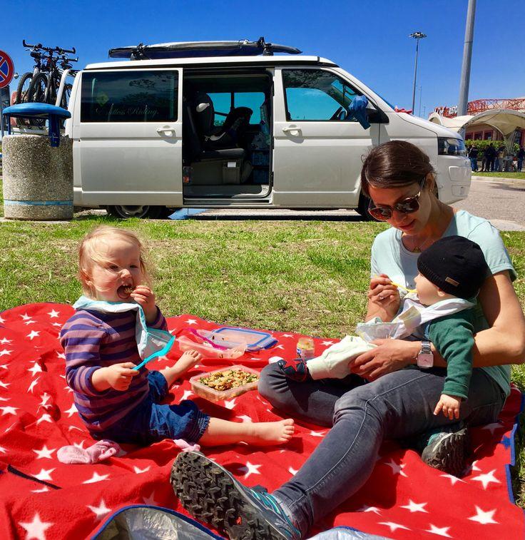 Wir sind aktuell für 8 Wochen mit unseren beiden Kindern Nora (2,5 Jahre) und Jakob (8 Monate) in unserem VW-Bus auf Sardinien und Korsika unterwegs. Sofern es dieInternetverbindung zulässt, …