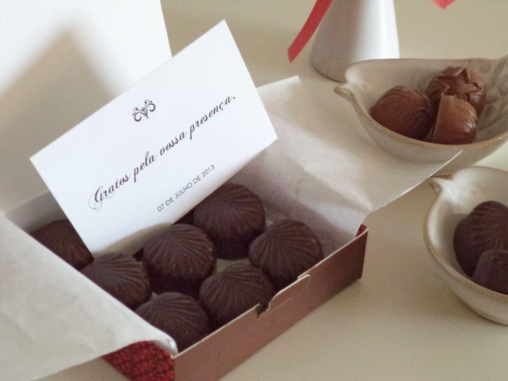 Gift Box with Chocolate Bonbons /// Caixa de oferta com bombons de chocolate