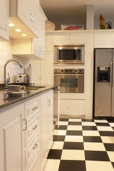 love myself a black and white checkered floor
