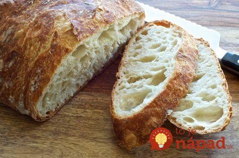 Tento chlebík dokáže upiecť skutočne každý! 600 g hladkej múky 500 ml vody 40 g čerstvého droždia 1 lyžicu soli (nie kopcovitú) ½ lyžice cukru Na vrch: kmín, semienka…