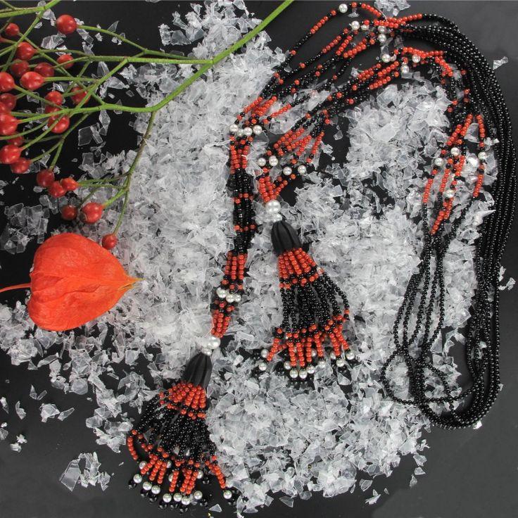 Sautoir perles, onyx, corail et ébène Création Bijoux Baume. Collier cravate,  magnifique et très original..