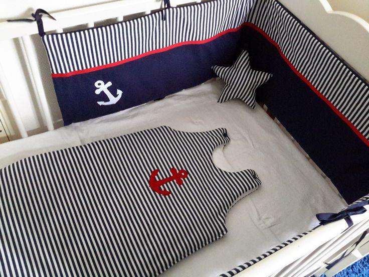 ensemble tour de lit et gigoteuse ray bleu marine et blanc b b. Black Bedroom Furniture Sets. Home Design Ideas