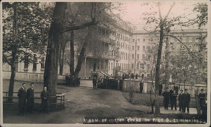 Cour intérieure des Petit et Grand Séminaires de Québec, vers 1915