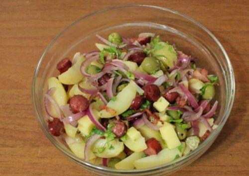 Alman Usulu Sosisli Patates Salatasi