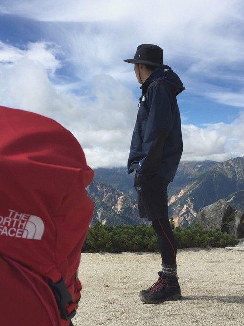 ガチ登山です! これは北アルプスの燕岳に登った時に山頂付近で撮ったものです! 画像ではわかりませんが