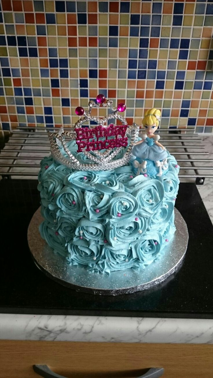 My daughters 6th birthday cake. Cinderella princess swirl cake.