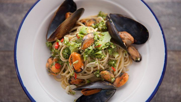 Broccoli and Mussel Spaghetti recipe - Everyday Gourmet with Justine Schofield