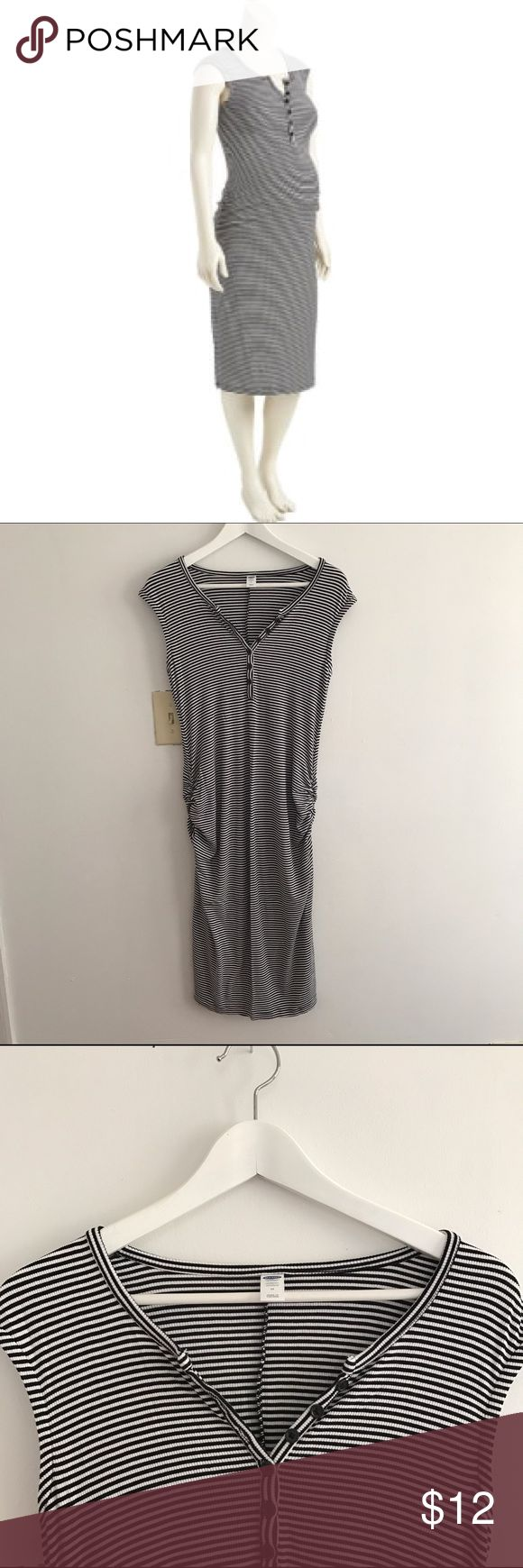 Old Navy Maternity Striped Bodycon Dress EUC Old Navy Maternity Striped Bodycon Dress, size M. Worn a handful of times, super comfy and accommodates a growing belly with side ruching, while still making the boobs and bootie look nice. 👌🏻 Old Navy Maternity Dresses Midi
