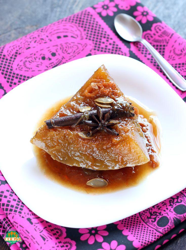 Hay recetas que nos llenan de infinidad de recuerdos, recetas que nos acompañan toda la vida, como lo este postre tradicional mexicano: la calabaza en tacha, dulce de calabaza o calabaza enmielada http://cocinamuyfacil.com/calabaza-tacha-dulce-calabaza-receta/