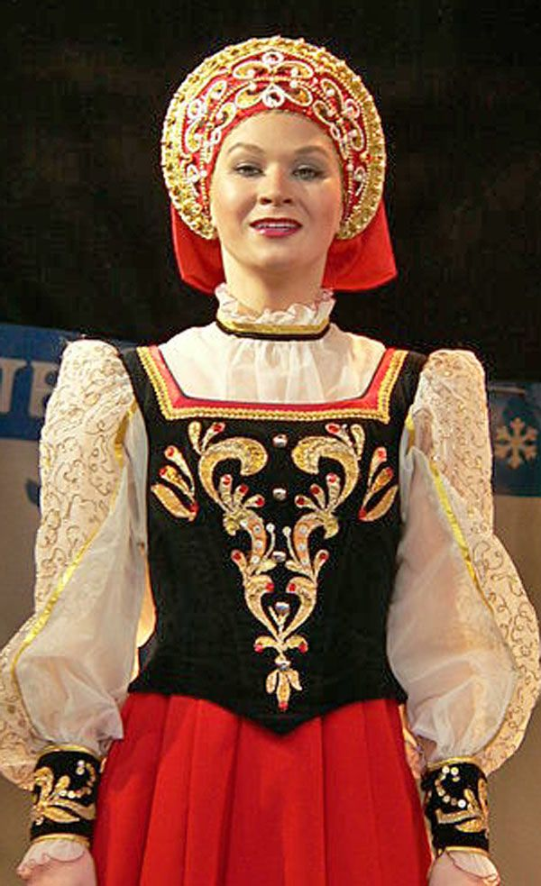 How to do folkloric fashion - wikimedia photo - see at http://boomerinas.com/2013/03/how-to-do-folkloric-fashion-without-looking-like-heidi/
